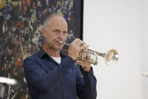 Bob Koertshuis playing trumpet