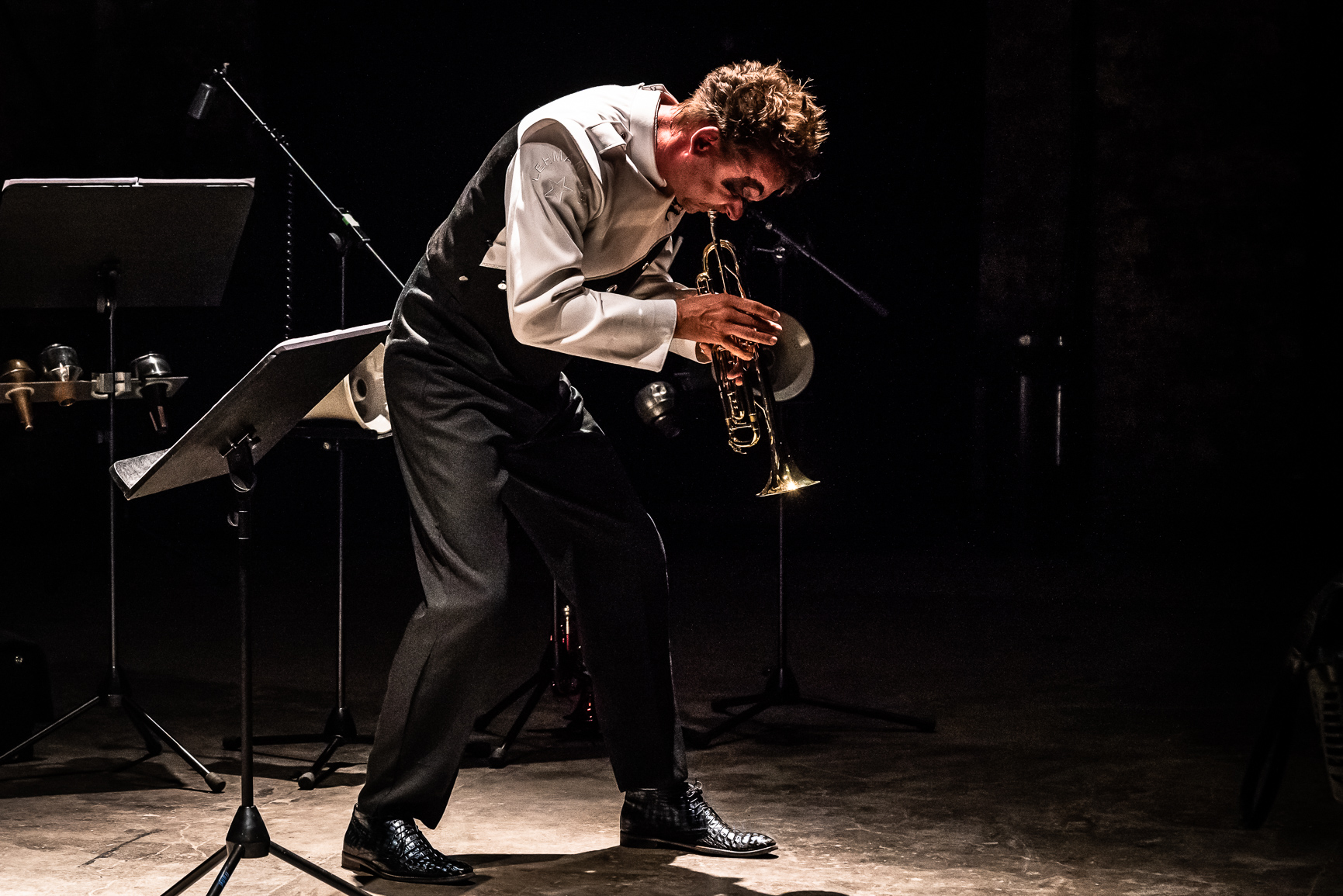 Marco Blaauw playing trumpet directed to the bottom